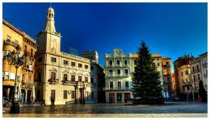La plaza Mercadal con el ayuntamiento al fondo, Reus