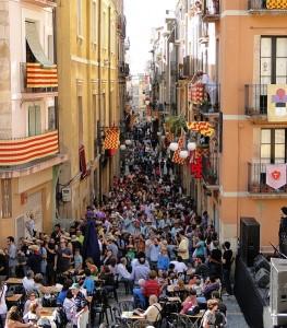 La calle mayor durante las fiestas de Santa Tecla