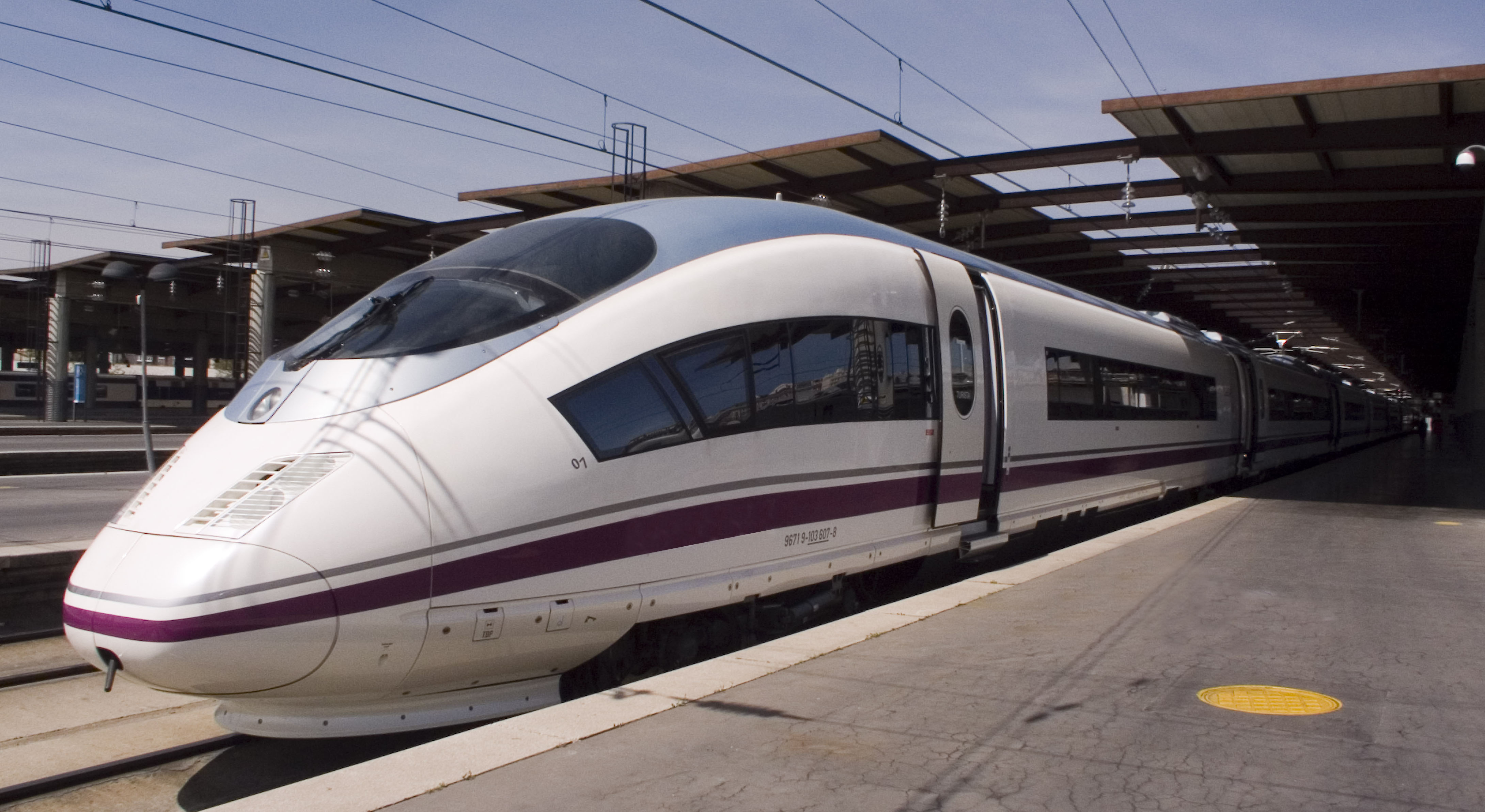 Se pone a la venta el billete ave barcelona paris for Renfe barcelona paris