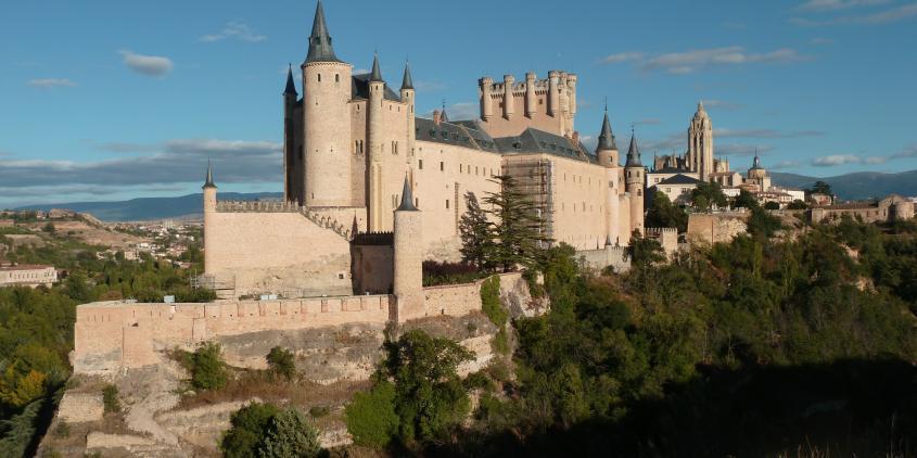Contactar con el ayuntamiento de  12 Monumentos de España de obligada visita